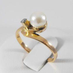 Złoty pierścionek z diamentami P1203